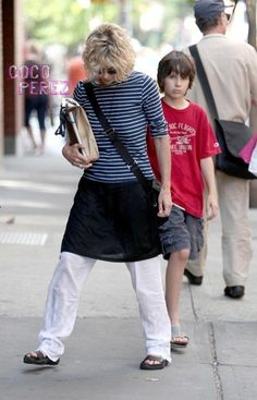 Really Meg? REALLY?!?  The usually lovely looking Meg Ryan was spotted yesterday in New York while shopping in Soho.  But despite the great hair and her...