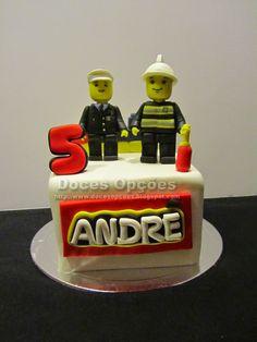 Doces Opções: Bolo de aniversário com figuras Lego