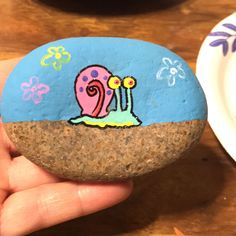 ✓ 50 Best Painted Rocks Ideas, Weapon to Wreck Your Boring Time [Images] Spongebob Gary snail rock painting crafts Rock Painting Patterns, Rock Painting Ideas Easy, Rock Painting Designs, Paint Patterns, Art Painting Tools, Stone Painting, Painting Flowers, Back Painting, Spongebob Painting