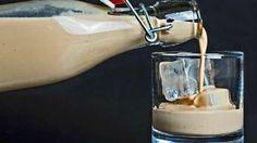 Crema Irlandesa o Baileys casero, la sedosa bebida de crema de leche con notas de café y whisky irlandés,Te contamos como hacerla en casa de forma fácil.