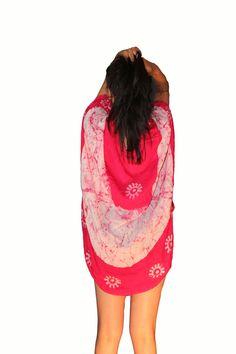 Còdigo: FJ1101021CA Nombre: BLUSA CAPITA ROSA Detalles: Blusa tipo capita, contiene una forma de blusa en su inerior y proyeta una capa en su exterior para mayor comodidad y perfecto estilo, con bordados sensibles al tacto en tosa la prenda, haciendote lucir increible. Color: marròn Talla: chica, mediana y grande (C - M - G ) Precio: 439.00