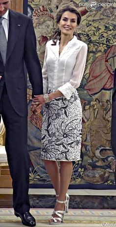 user posted image Princess Letizia, Queen Letizia, Arabic Wedding Dresses, Urban Chic Fashion, Queen Outfit, Spring Work Outfits, Smart Dress, Business Casual Attire, Style Classique
