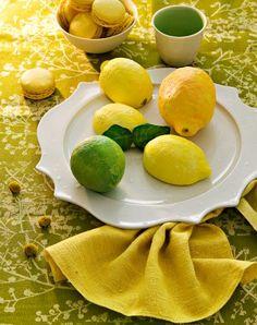 De faux citrons moulés dans du plâtre