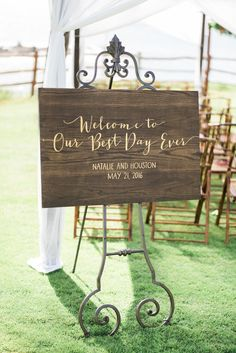 Wood wedding sign. Photography : Troy Grover Photographers Read More on SMP: http://www.stylemepretty.com/little-black-book-blog/2016/08/05/destination-hawaiian-wedding-dreams-made-of-these/