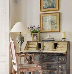 Irish design via Belgian pearls French Interior, French Decor, French Country Decorating, Interior Design, Design Design, Shabby Chic Interiors, Shabby Chic Decor, Vintage Decor, Vintage Style