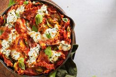 Lazy Veggie Skillet Lasagna—Think it's impossible to make lasagna on a weeknight? This dynamic mix of veggies and pasta still delivers comforting flavour but comes together quickly because there's no fussy layering. Veggie Recipes, Pasta Recipes, Vegetarian Recipes, Cooking Recipes, Healthy Recipes, Delicious Recipes, Easy Weeknight Meals, Quick Meals, Canadian Living Recipes