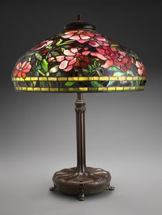 Louis Comfort Tiffany - Table lamp with peony shade, c. Tiffany Stained Glass, Stained Glass Lamps, Tiffany Glass, Leaded Glass, Mosaic Glass, Louis Comfort Tiffany, Antique Lamps, Vintage Lamps, Tiffany Table Lamps