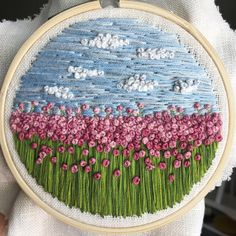 Embroidery Machine Price Malaysia Embroidery Meaning Urban Dictionary Diy Embroidery Patterns, Hand Embroidery Videos, Flower Embroidery Designs, Creative Embroidery, Hand Embroidery Stitches, Silk Ribbon Embroidery, Embroidery Hoop Art, Broderie Simple, Brazilian Embroidery