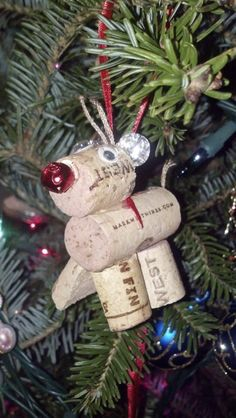 Reindeer Christmas Tree Ornament made from recycled wine corks Holiday Decorations by TheRusticVine on Etsy Wine Cork Ornaments, Wine Cork Crafts, Wine Bottle Crafts, Diy Christmas Ornaments, How To Make Ornaments, Holiday Crafts, Holiday Fun, Ornaments Ideas, Diy Christmas Tree