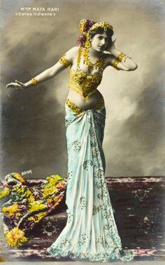 Élégante et ténébreuse, Mata Hari est considérée comme la première « femme fatale » de l'Histoire... Découvrez des photos inédites