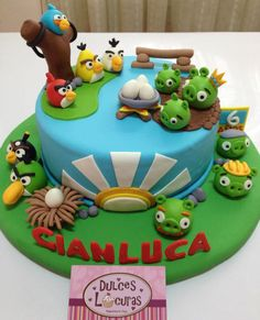Angry Birds cake ideas. Angry birds birthday party or baby shower! Cake design by Dulces Locuras.