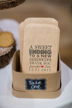 Wedding favor idea - cookie bar with paper bag for guests {Jennifer Weems Photography}