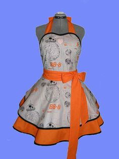 """Star Wars cosplay retro apron by BellaLise Designs. """"Kiss you on my tippy toes in kitchen. Simple Dresses, Nice Dresses, Star Wars Dress, Star Wars Outfits, Retro Apron, Fandom Fashion, Creation Couture, Disney Star Wars, Geek Chic"""
