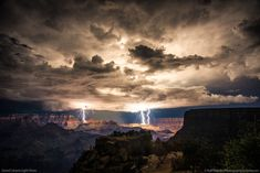 Lightning seen from Moran Point, Grand Canyon, Ariz.A lightning storm over the Grand Canyon creates some of the most stunning lightning photos we've seen in years. Grand Canyon Arizona, Arizona Usa, All Nature, Amazing Nature, Lightning Photos, Cool Pictures, Cool Photos, Unbelievable Pictures, Random Pictures