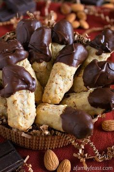 Chocolate Dipped Almond Fingers Chocolate Dipped Almond Fingers - Light and crumbly almond-stuffed shortbread cookies dipped in chocolate. Italian Christmas Cookies, Italian Cookies, Christmas Baking, Italian Wedding Cookies, Italian Cookie Recipes, Italian Foods, Easy Cookie Recipes, Biscuit Cookies, Yummy Cookies