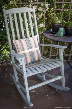 DIY Vintage Painted Rocking Chairs | Upcycle your rocking chairs with this DIY Chalk Paint tutorial
