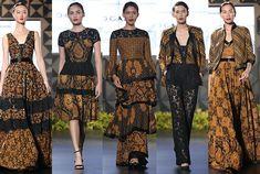 Batik in modern style Batik Fashion, Ethnic Fashion, Hijab Fashion, Boho Fashion, Fashion Outfits, Womens Fashion, Kebaya Dress, Batik Kebaya, Blouse Batik