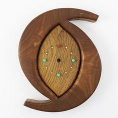 三日月のかたちを組み合わせた、変わったデザインの壁かけ時計です。研磨した表面の滑らかさが際立ちます。手頃な大きさで、和洋問わず、リビングや和室に、そっとかけて...|ハンドメイド、手作り、手仕事品の通販・販売・購入ならCreema。