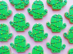 How To Make Christmas Cactus Cookies – Genius Kitchen - Modern Western Christmas, Christmas Deserts, Mexican Christmas, Christmas Food Gifts, Christmas Cactus, Chistmas Cookies, Holiday Cookies, Cute Cookies, Cupcake Cookies