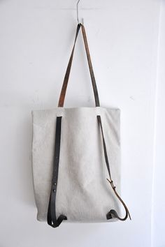 How cool, it can be a bag or a backpack. I love this idea - idea only
