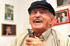Medicinsk cannabis kan i udlandet fås både som både mad, olie og planter, som man kan spise eller inhallere gennem e-cigaretter eller ryge på mere konventionel vis, som denne ældre herre fra Israel har valgt at gøre det for at lindre smerter. Shutterstock