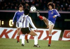 Argentina 2 France 1 in 1978 in Buenos Aires. Luis Galvan and Jean-Marc Guillou in action in Group A at the World Cup Finals.