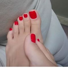 amazing spoil your feet idea! Pretty Toe Nails, Cute Toe Nails, Pretty Toes, Red Toenails, Long Toenails, Acrylic Toes, Pedicure Colors, Red Pedicure, Nice Toes
