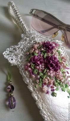 Wonderful Ribbon Embroidery Flowers by Hand Ideas. Enchanting Ribbon Embroidery Flowers by Hand Ideas. Embroidery Needles, Silk Ribbon Embroidery, Hand Embroidery Patterns, Cross Stitch Embroidery, Ribbon Art, Diy Ribbon, Ribbon Crafts, Flower Making With Ribbon, Victorian Crafts