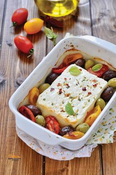 Baked feta with olives and cherry tomatoes - Baked feta with olives and cherry tomatoes tomatoes The Eff - I Love Food, Good Food, Yummy Food, My Favorite Food, Favorite Recipes, Confort Food, Vegetarian Recipes, Healthy Recipes, Happy Foods