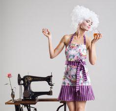 VIOLETTA - lila Schürze, extravaganter Stil - von SHEELA Housewife Revolution