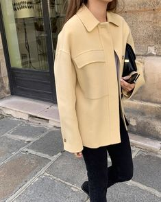 casual outfits date Winter Fashion Outfits, Fall Winter Outfits, Casual Outfits, Printemps Street Style, Autumn Street Style, Street Chic, Fashion Drawing Dresses, Mellow Yellow, French Fashion
