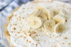Homemade custard, fresh bananas and homemade whipped cream are layered to create this delicious old fashioned banana cream pie. Try making one, it's easier than you might think! Old Fashioned Banana Cream Pie Recipe, Homemade Banana Cream Pie, Banana Cream Pudding, Banana Pie, Homemade Whipped Cream, Easy Puff Pastry Recipe, Cream Pie Recipes, Coconut Recipes, Fast Recipes