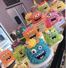 Monster Smash Cakes, Monster Birthday Cakes, Monster 1st Birthdays, Monster Birthday Parties, First Birthday Parties, Boy Birthday, Monster Inc Cakes, Monster Mash, Bolo Halloween