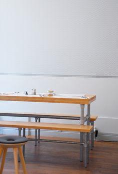 papier peint Hookedonwalls - café paperboy- rue amelot paris Best Coffee Shop, Boutiques, Dining Bench, Restaurants, Furniture, Home Decor, Best Coffee, House, Diners