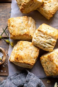 Layered Jalapeño Cheddar Biscuits with Salted Honey Butter.for breakfast, an afternoon snack, or as a side. So easy, best eaten warm just out of the oven! Jalapeno Cheddar, Cheddar Biscuits, Buttery Biscuits, Savory Bread Recipe, Biscuit Recipe, Herb Bread, Food Porn, Brunch, Half Baked Harvest
