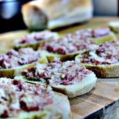 Crostini Toscani con Salsiccia e Stracchino