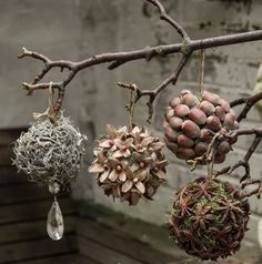 Cheap and Easy Christmas Decorations for Living Room - Pine Cone Ornaments Woodland Christmas, Noel Christmas, Rustic Christmas, Handmade Christmas, Christmas Crafts, Christmas Ornaments, Christmas Ideas, Diy Ornaments, Winter Christmas
