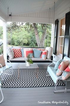 Elegant Farmhouse Porch Decorations to Manage in Your House https://www.goodnewsarchitecture.com/2018/05/07/elegant-farmhouse-porch-decorations-to-manage-in-your-house/