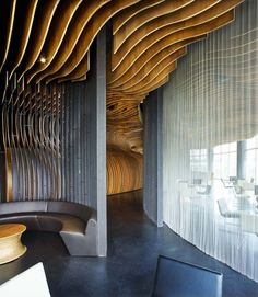 Plafond structure bois - Cool wall and ceiling treatment. Probably couldn't pull it off at home but would make for a cool restaurant. Lobby Interior, Luxury Interior, Modern Interior Design, Interior Architecture, Interior And Exterior, Movement In Architecture, Interior Ideas, Interior Inspiration, Contemporary Design