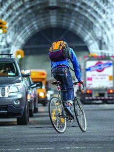 ideas for road bike photography Urban Bike, Urban Cycling, Velo Retro, Bike Messenger, Bike Photography, Speed Bike, Fixed Gear Bike, Look Boho, Cool Bike Accessories