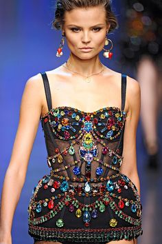 pradatears:  covet-couture:Dolce and Gabbana, Spring 2012  fashion blog xx
