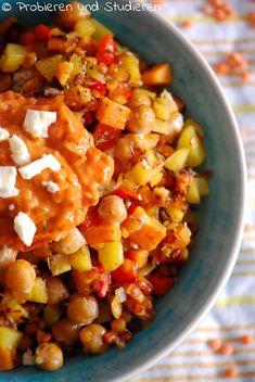 Bunte Gemüse-Pfanne mit Kichererbsen & Süßkartoffeln Ich liebe bunt durcheinander gewürfelte Gemüse-Pfannen und wie sieht es bei euch aus? Die Grundlage ist immer etwas sättigendes wie Kartoffeln, Reis oder Nudeln. Und an Gemüse kommt rein, was der Kühlschrank so hergibt. Tasty, Yummy Food, How To Eat Less, Soul Food, Food Inspiration, Vegan Vegetarian, Food Porn, Bunt, Food And Drink