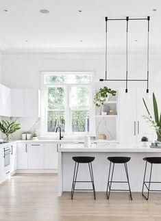 - All For Decoration Kitchen Benchtops, Kitchen Stools, Kitchen Countertops, Kitchen With Island Bench, Kitchen Room Design, Kitchen Interior, Bright Kitchens, Home Kitchens, Modern Kitchens