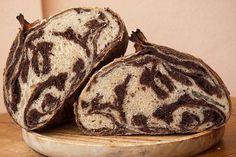 Pan cebra, masa de chocolate y semi integral de trigo.