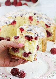 Easy Cake : Cake with raspberries, Muffin Recipes, Cookie Recipes, Snack Recipes, Pineapple Coconut Bread, British Cake, Carrot Cake Cheesecake, Easy Cake Decorating, Dessert Drinks, No Bake Desserts