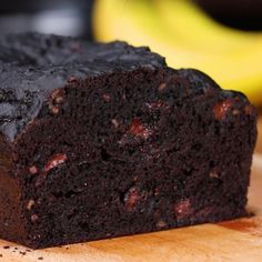 Dark Chocolate Banana Bread Full recipe below send it to a friend whod love this! By: Robin Broadfoot and Tasty … Dark Chocolate Banana Bread Full recipe below send it to a friend whod love this! By: Robin Broadfoot and Tasty … Healthy Desserts, Just Desserts, Delicious Desserts, Dessert Recipes, Yummy Food, Cake Recipes, Yummy Mummy, Yummy Eats, Yummy Appetizers