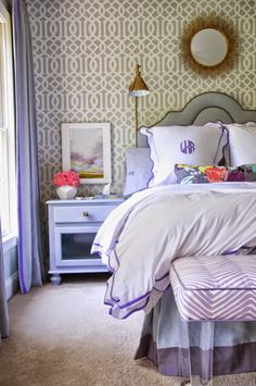 How cute is this room ! J'adore !  A blog about home decorating, easy make-overs and frugal shopping.