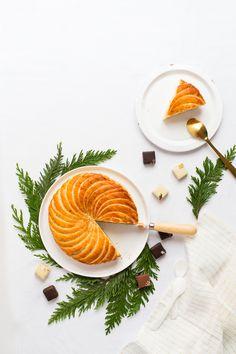 Je vous souhaite une très jolie nouvelle année. La reprise est rude  la galette des roi est la pour adoucir ce début d'année et j'adore ça! Je te propose ma recette toute simple de galette accompa...