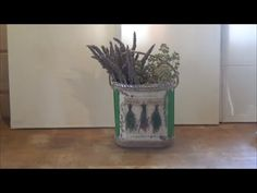 This video presents how to make herbs basket using a plastic container and the decoupage technique. The materials are: plastic container, napkin, double side. Decoupage, Planter Pots, Sweet Home, Container, Presents, Basket, Gifts, House Beautiful, Favors