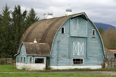 Rustic blue barn <3